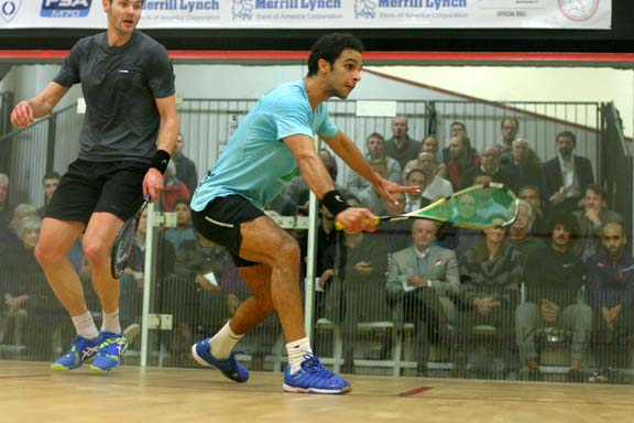 Mohamed Abouelghar (right) joined three other Egyptians in the semis with his win over Brit Adrian Waller. (MCO photo)